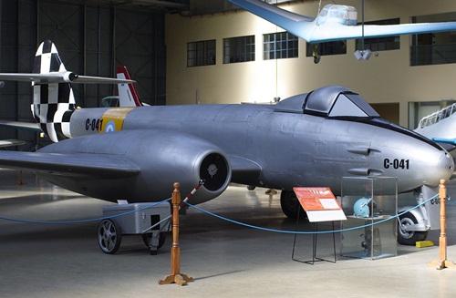 Gloester-Meteor-F4-1