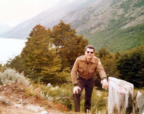 17 Año 1981 Glaciar Perito Moreno. Luis FURIA Castagnari disfrutando un paseo con sus hijos y esposa.