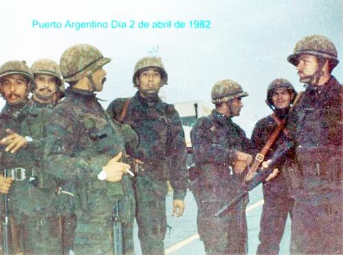 48 Cap. Luis Dario Josè Castagnari en Pto Argentino, Islas Malvinas, con el GOE- 1982