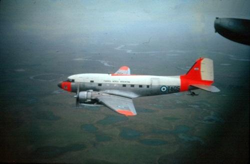 ero 1 Mc Donnell Douglas C 47 (DC3) Bimotor a hélice